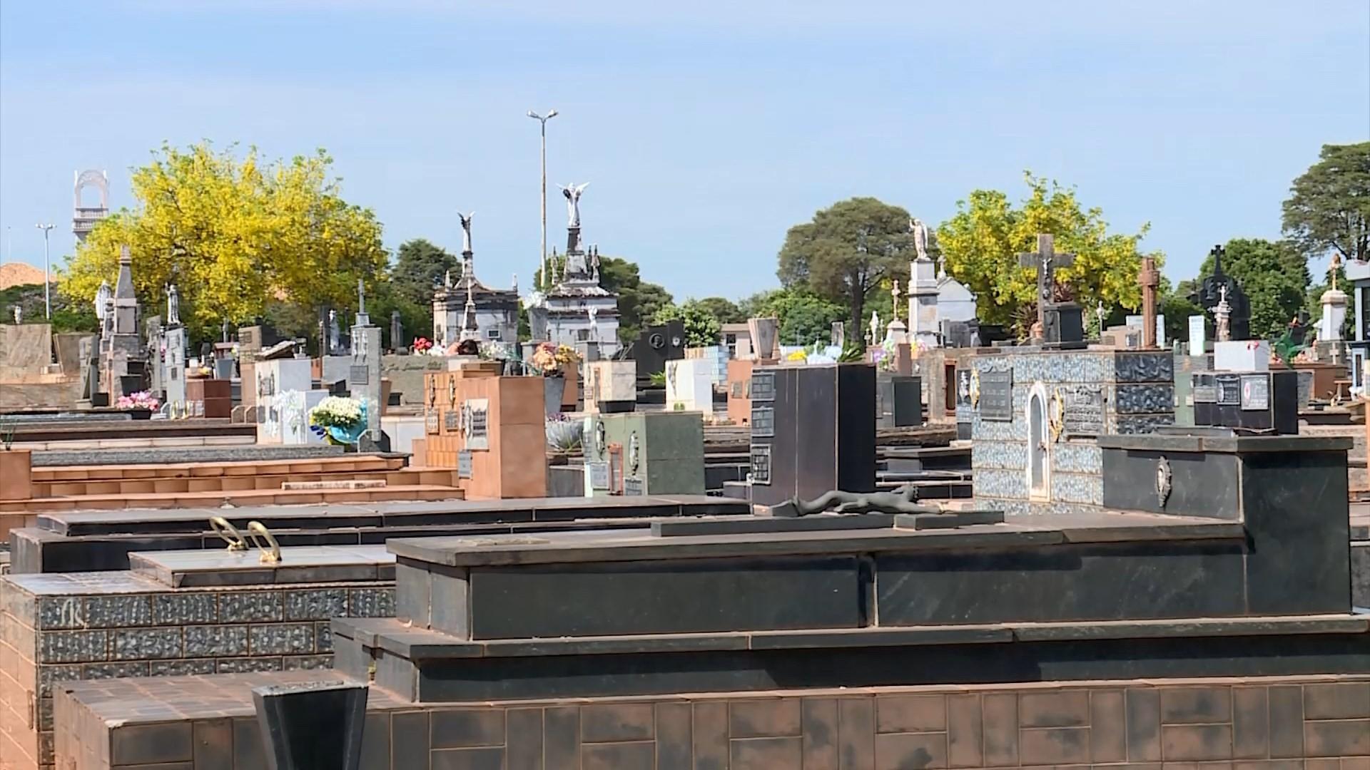 Prefeitura de Uberaba se compromete a organizar estrutura administrativa de cemitérios da cidade até 2023