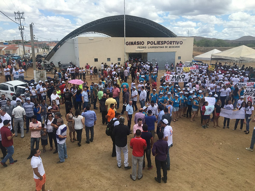 Representantes da cadeia têxtil, governantes e trabalhadores participaram de protesto contra ação do MPT contra empresa no RN (Foto: Divulgação)