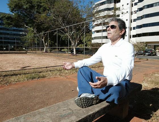 Ayres Britto faz meditação em Brasília, atividade que pratica diariamente. De formação católica, é leitor do guru indiano Osho e frequentador de centros espíritas (Foto: AILTON DE FREITAS)