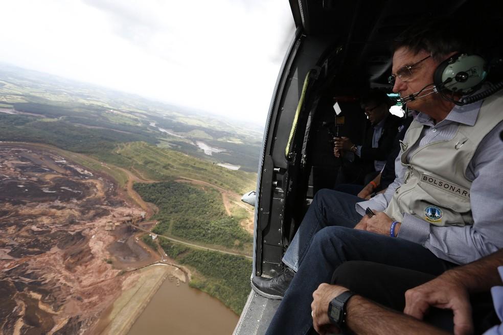 O presidente Jair Bolsonaro sobrevoa área atingida por rompimento da barragem em Brumadinho, MG — Foto: Divulgação/Presidência da República