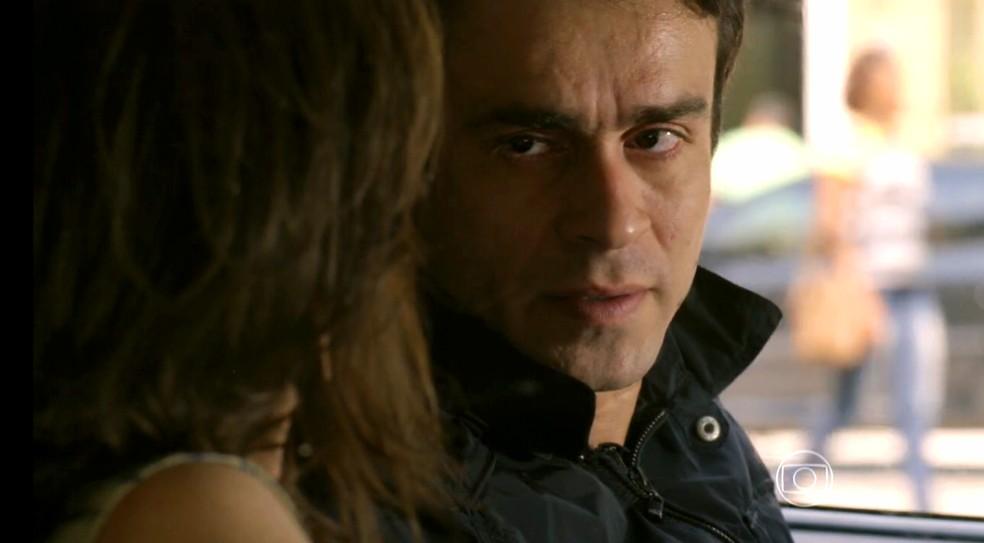 Fernando (Erom Cordeiro) conta a Cora (Drica Moraes) que ia matar Vicente (Rafael Cardoso) com um tiro - 'Império' — Foto: Globo