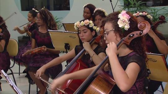 Jovens de baixa renda descobrem a força da música instrumental