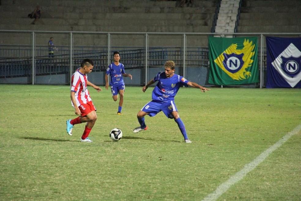 Duelo foi no estádio da Colina (Foto: Arlesson Sicsú/Nacional)
