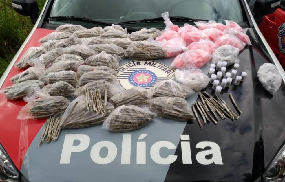 Mais de 1,2 mil porções de maconha e cocaína são apreendidas em Ilhabela (Foto: Divulgação/Polícia Militar)