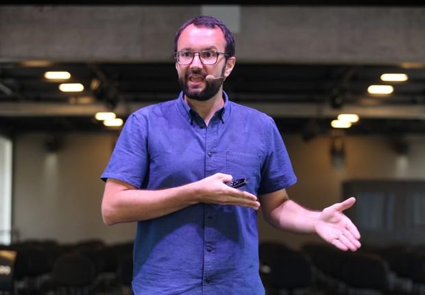 Eduardo Lopes, diretor da Estação Hack do Facebook, palestra no FICE (Foto: Alexandre DiPaula)