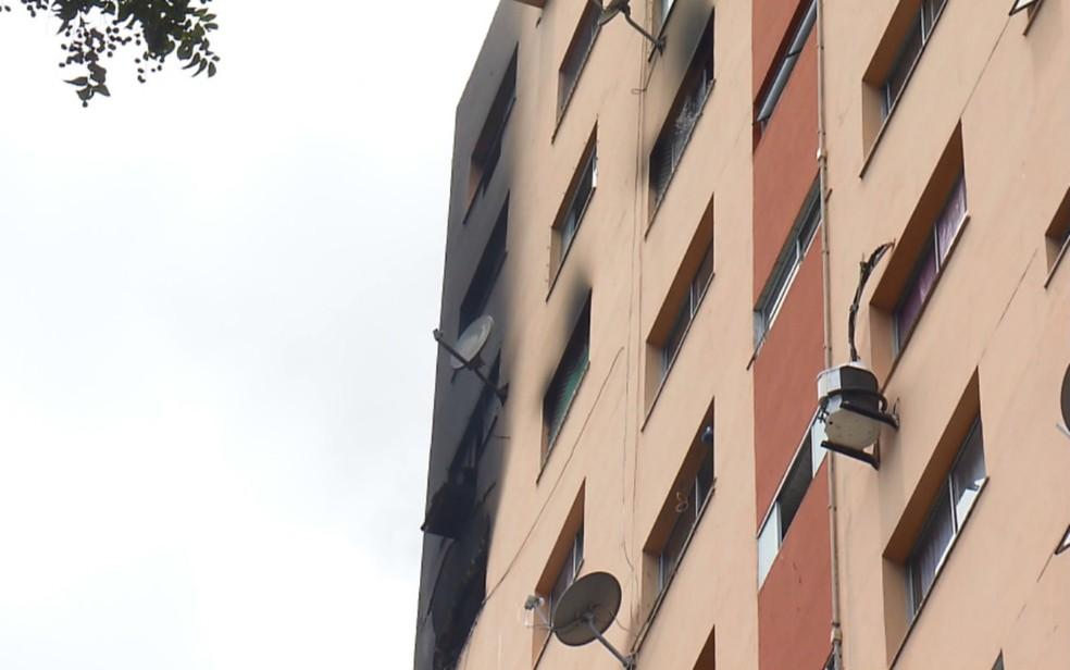 Apartamento ficou parcialmente destruído (Foto: Reprodução/TV Bahia)