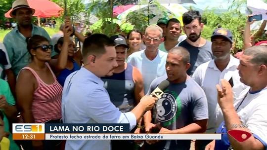 Protesto de pescadores fecha estrada de ferro Vitória-Minas