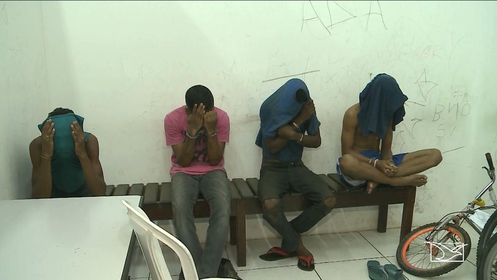 Quatro homens são suspeitos de roubar motos para revender as peças em São Luís (Foto: Reprodução/TV Mirante)