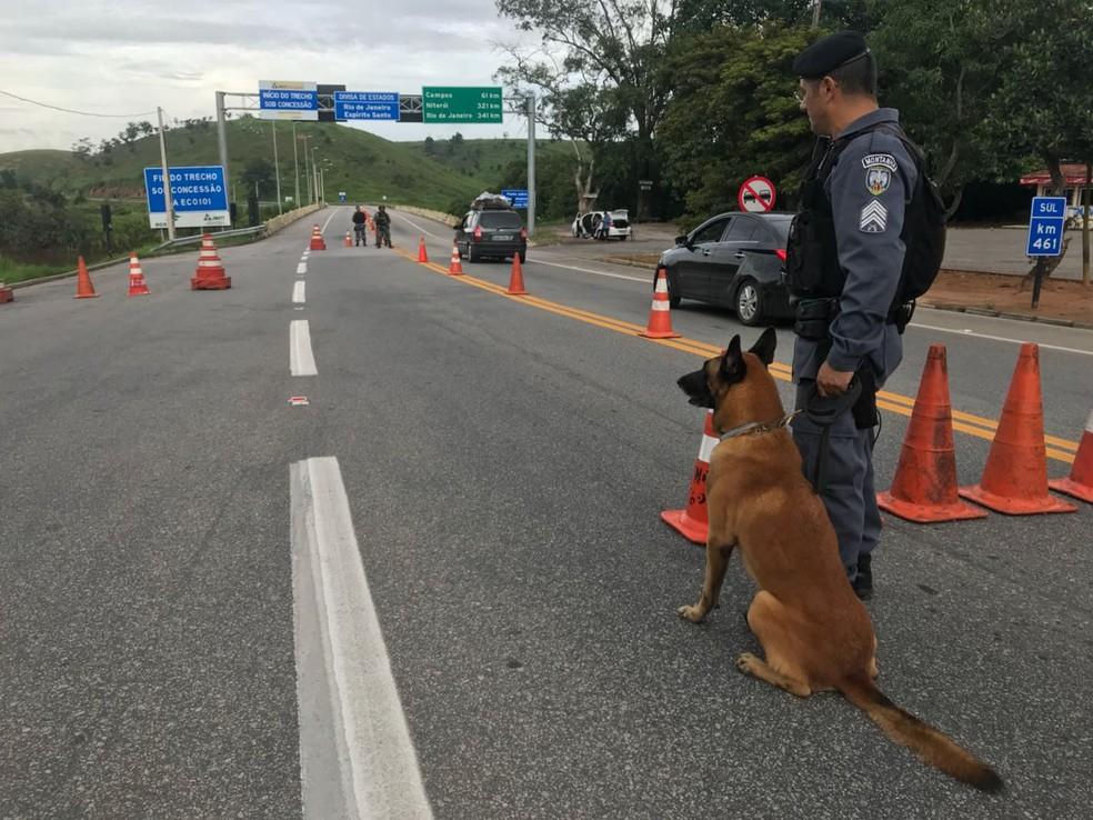 Polícia reforça segurança na divisa do Espírito Santo (Foto: Matheus Martins/ TV Gazeta)