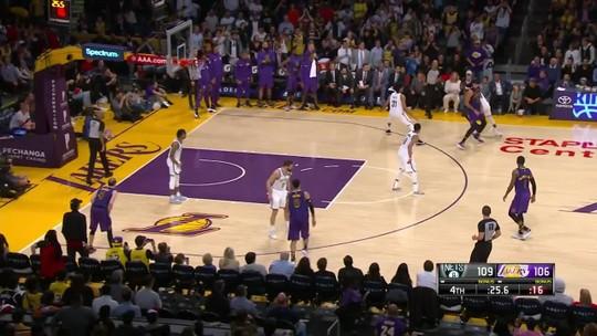 Lakers caem para os Nets, e LeBron fica fora dos playoffs pela primeira vez desde 2005