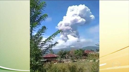 Vulcão entra em erupção em ilha indonésia já devastada por terremoto e tsunami
