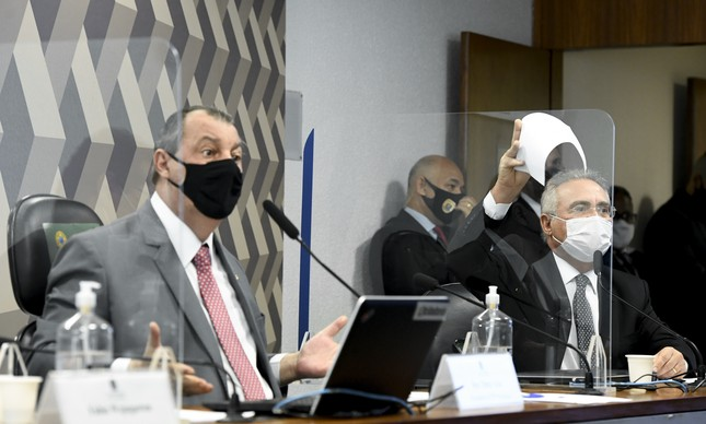 Os senadores Omar Aziz e Renan Calheiros na CPI da Covid