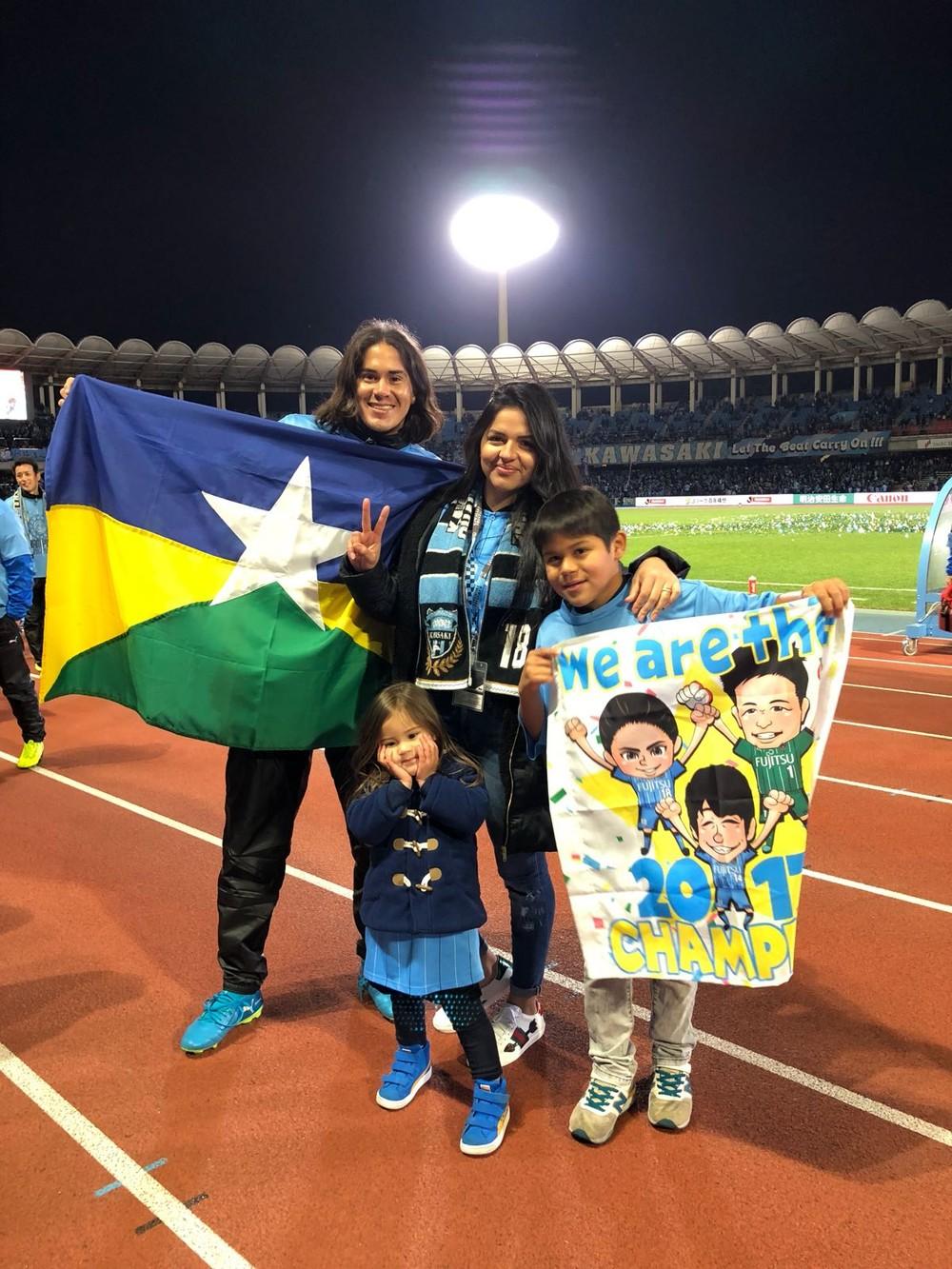 Esposa e filhos do jogador acompanharam a final do Campeonato Japonês (Foto: Elsinho Ferreira/ arquivo pessoal)
