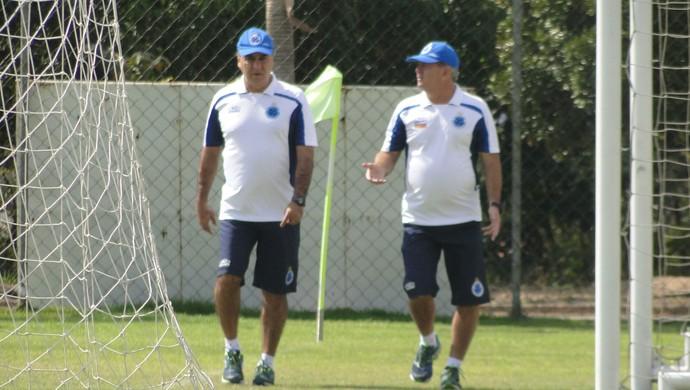 Manhã de trabalhos físicos para time e o técnico Marcelo Oliveira no Cruzeiro