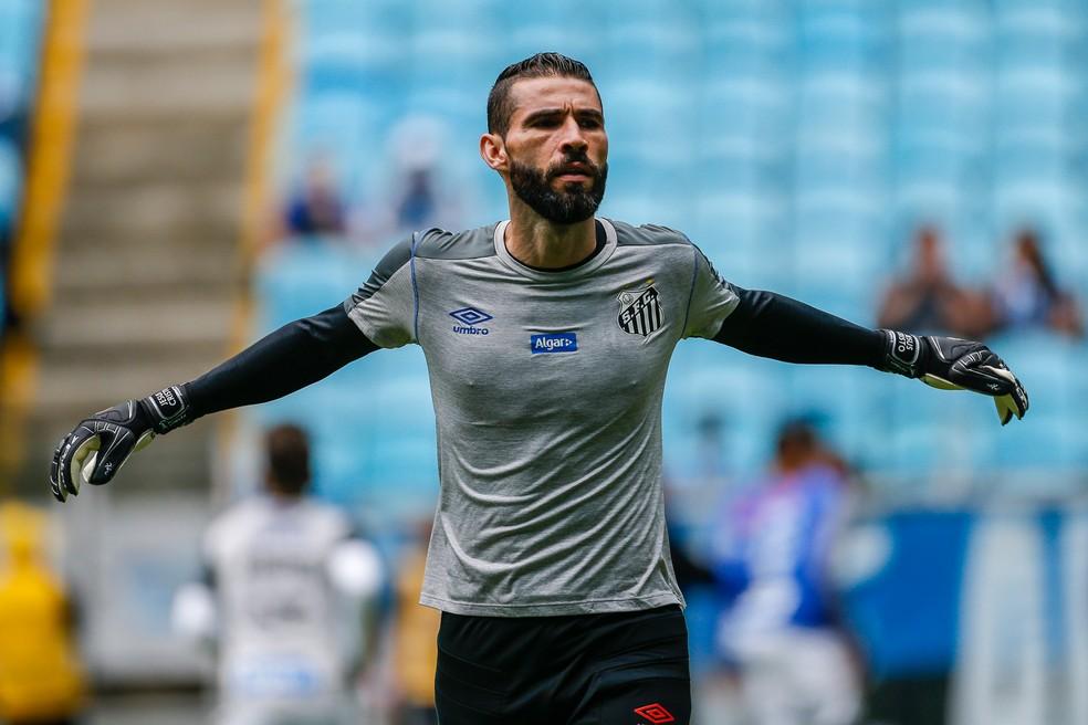 Vanderlei aquece em jogo contra o Grêmio, na Arena — Foto: Diego Vara/BP Filmes