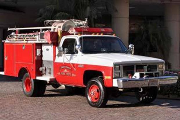 GMC Sierra 1986  (Foto: GMC Sierra 1986 customizado para ser um carro de bombeiros em Neverland)