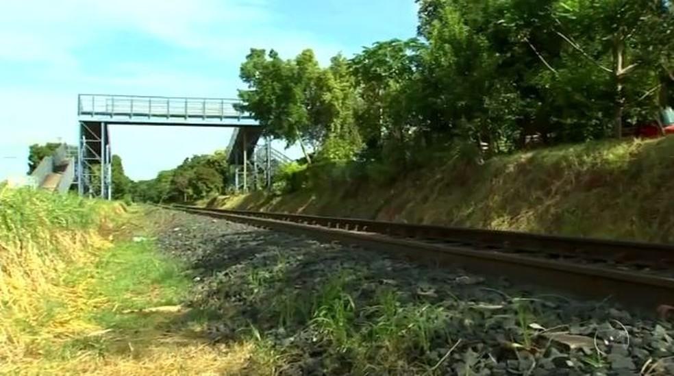 Pedreiro se jogou na frente de trem após agredir esposa com serra elétrica, em Mirassol (SP) (Foto: Reprodução/TV TEM)