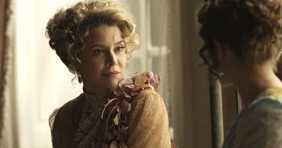 Josephine fala com Charlotte sobre o passado (Foto: TV Globo)