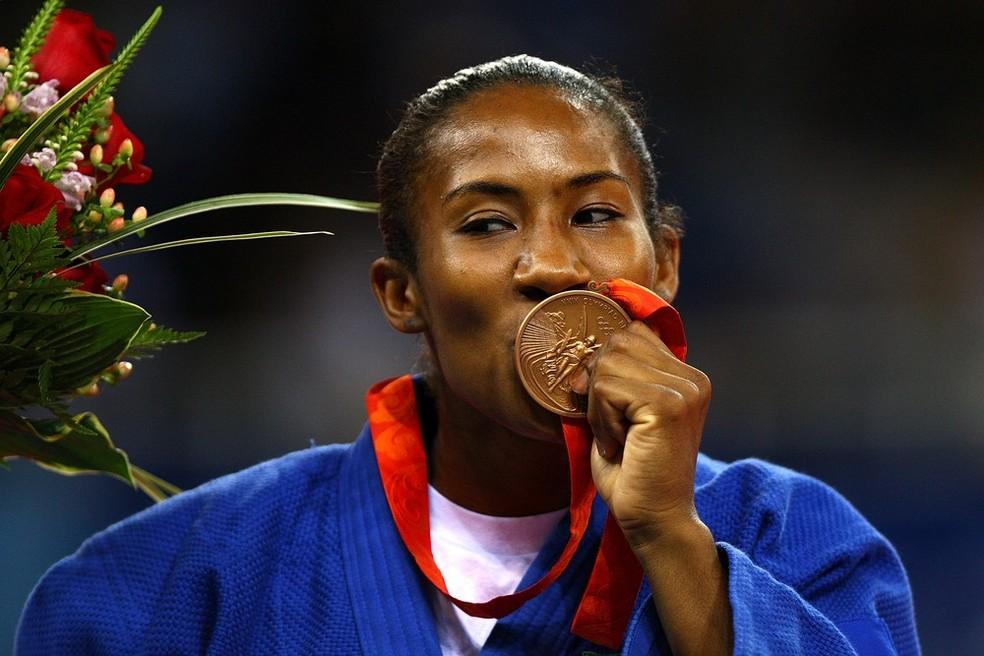 Ketleyn Quadros, do judô, com medalha de bronze olímpica; em imagem de arquivo  — Foto: Paul Gilham/Getty Images