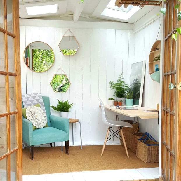 Home office no quintal: 15 projetos para inspirar (Foto: Reprodução / Instagram @aliceinscandiland)