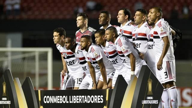 Jogadores do São Paulo contra o Talleres