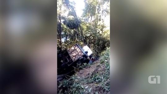 Ônibus de acidente com três mortes e 29 feridos não tinha autorização para trafegar na serra, diz polícia