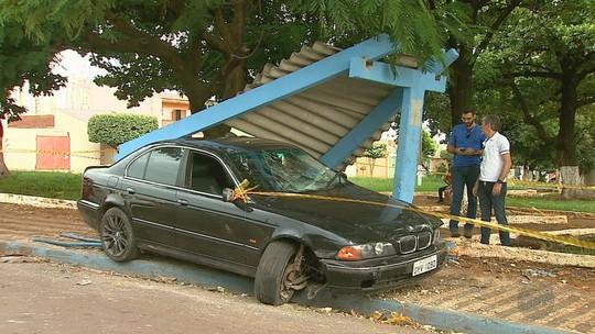 Mulher é atropelada em ponto de ônibus por menor suspeito de furtar carro em Ribeirão Preto