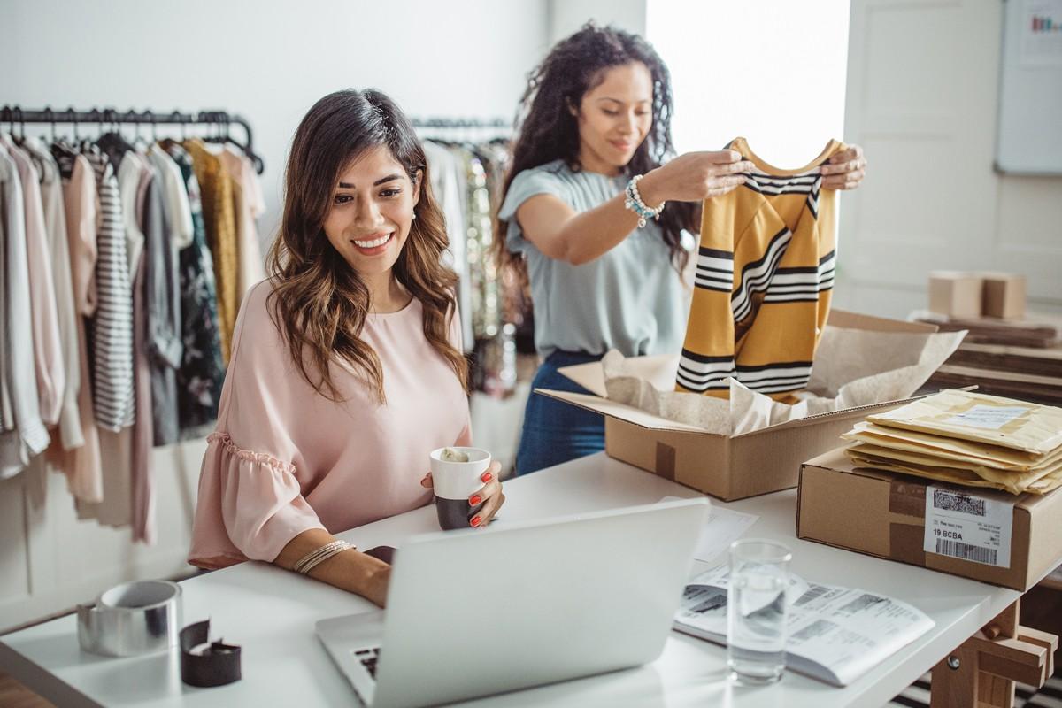 Para o setor de vestuário, as vantagens de permitir que o cliente prove as peças antes de comprá-las são enormes (Foto: Getty Images)