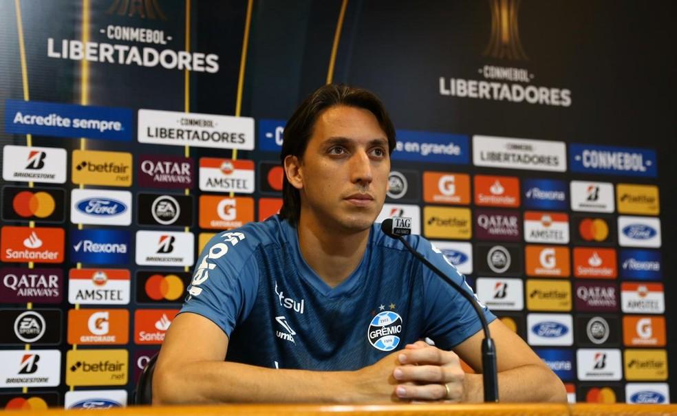 Pedro Geromel em entrevista no Grêmio — Foto: Lucas Uebel/Grêmio