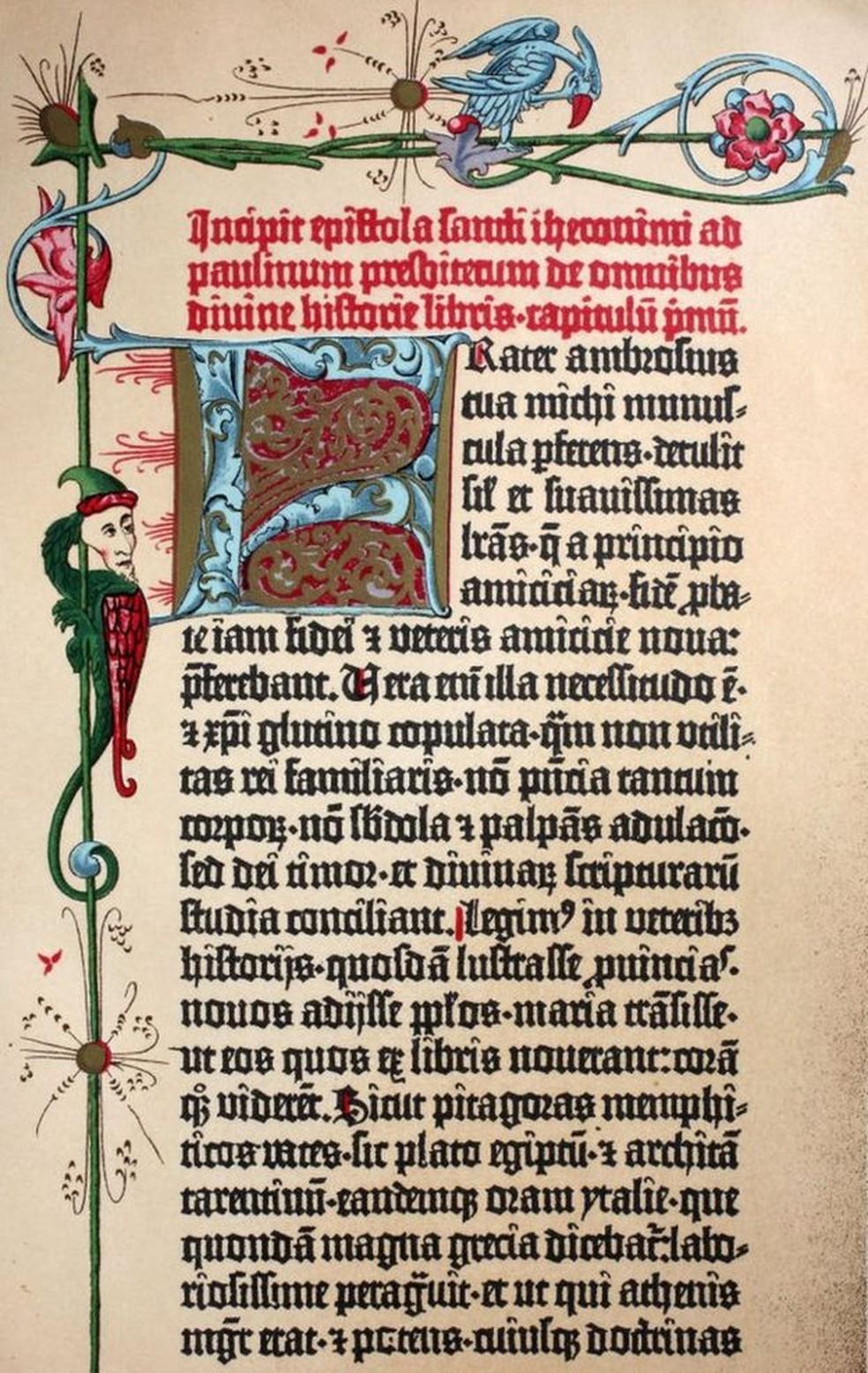 A Bíblia de Gutenberg mistura impressão em série e artesanato �?? Foto: Getty Images via BBC
