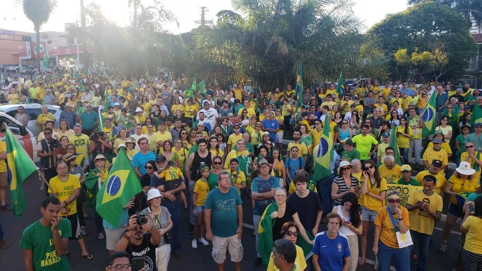 Manifestantes em frente ao Ministério Publico Federal, em Campo Grande. — Foto: Lucas Santos/Arquivo Pessoal