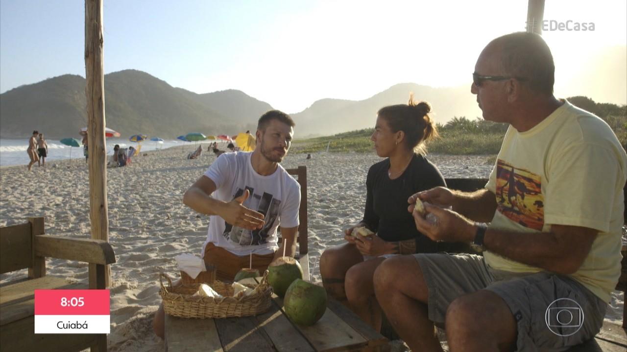 Rodrigo Hilbert surfa e prepara sanduíches naturais