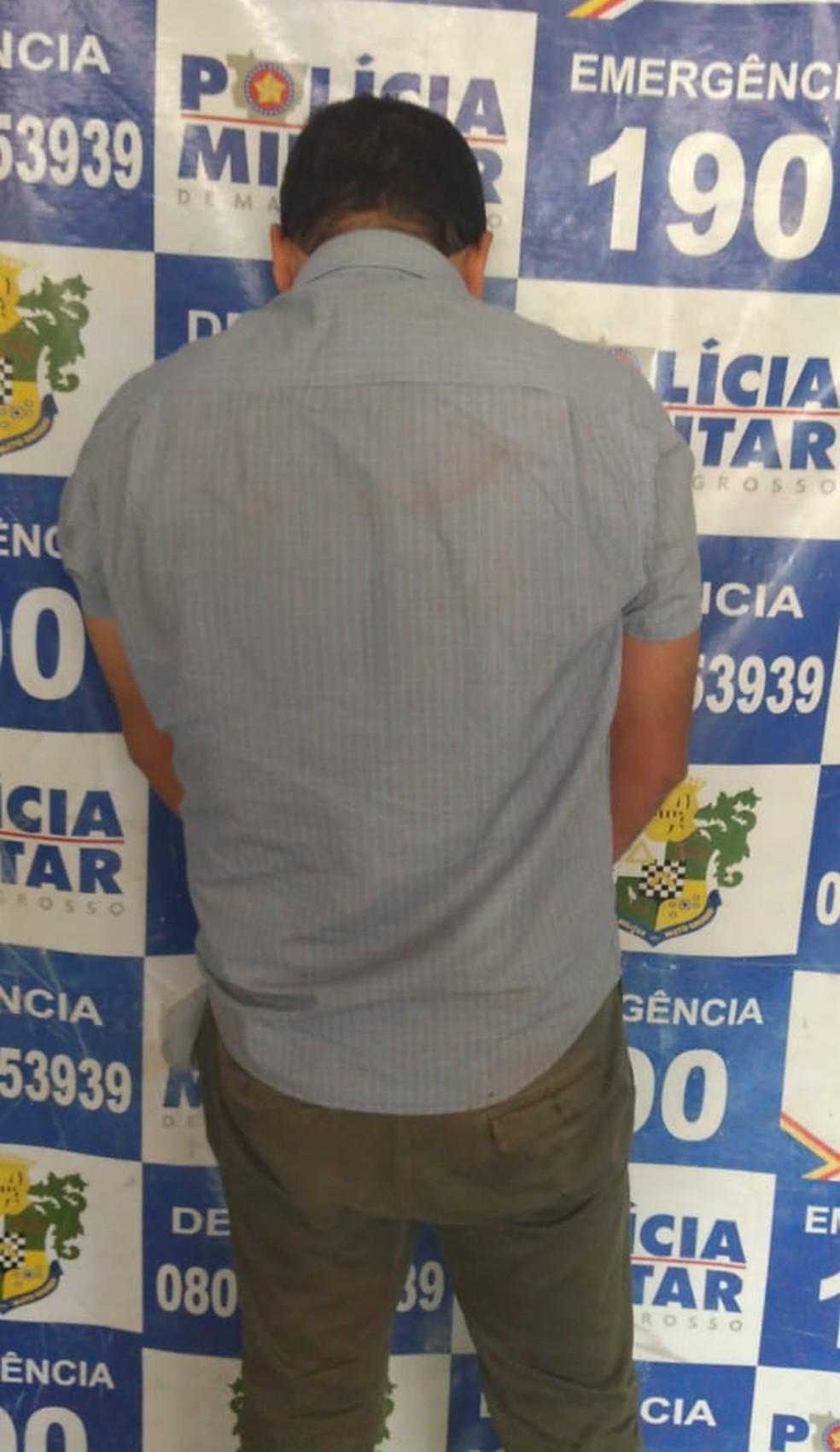 Cleiton Gomes Da Silva, de 45 anos, esfaqueou a diretora Rosileide Vaz da Silva — Foto: Polícia Militar/Divulgação