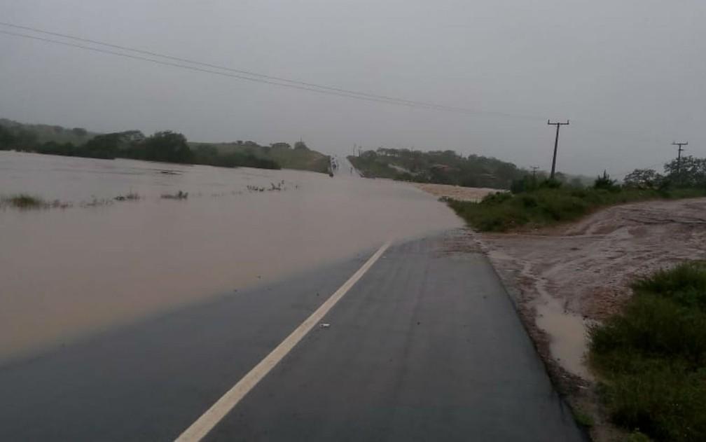 Prefeitura de Pedro Alexandre decreta situação de emergência e calamidade pública após rompimento de barragem — Foto: Arquivo pessoal/Gino Giubbini