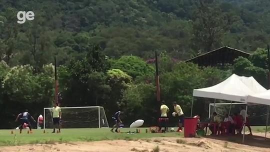 Conca trabalha com bola no CT e joga golzinho com Ederson: veja o vídeo