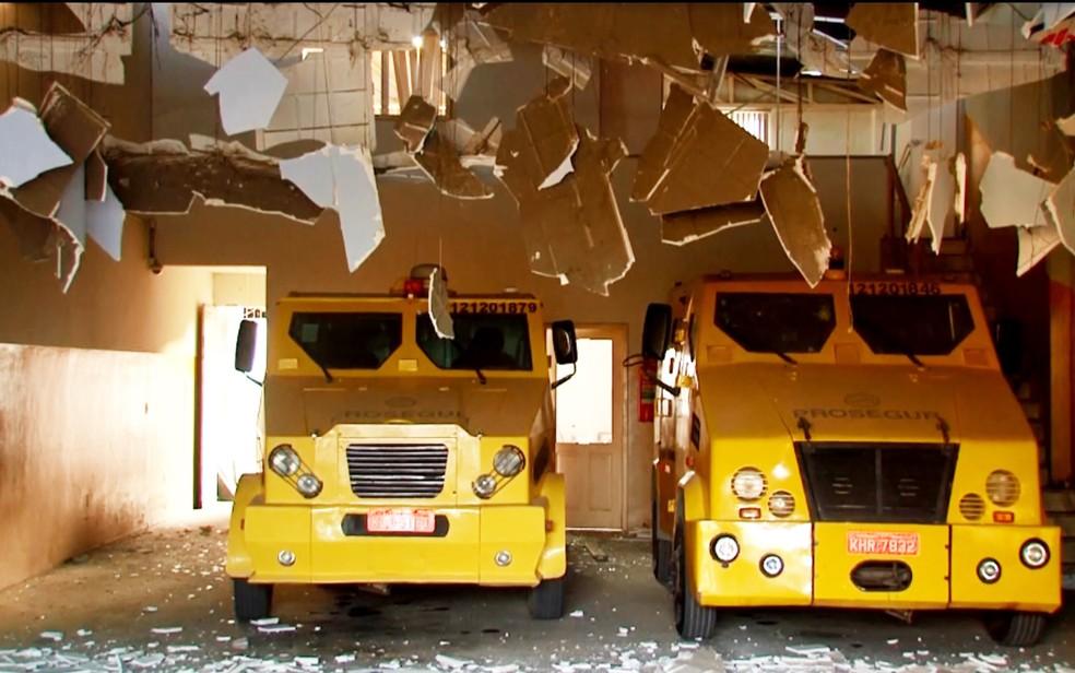 Empresa de segurança ficou destruída após ataque no sul da Bahia (Foto: Reprodução/ TV Santa Cruz)