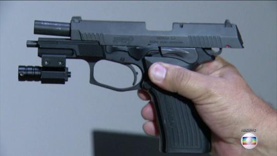 Pistola encontrada na casa de Flordelis foi usada na morte de pastor, confirma perícia
