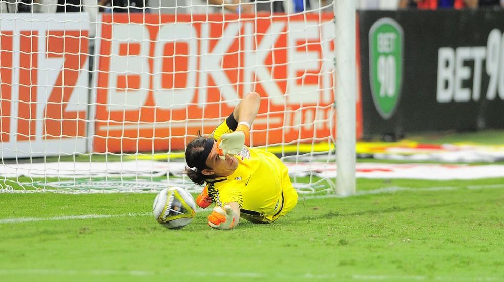 Cássio pegou dois pênaltis do Palmeiras na final do Campeonato Paulista (Foto: Marcos Ribolli)