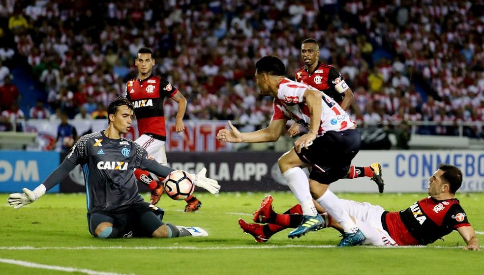 César salva o Flamengo mais uma vez (Foto: Leonardo Muñoz / Agência EFE)