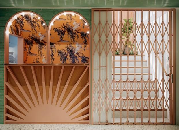 Restaurante em Hong Kong tem décor com influências do Oriente e do Ocidente (Foto: Divulgação)