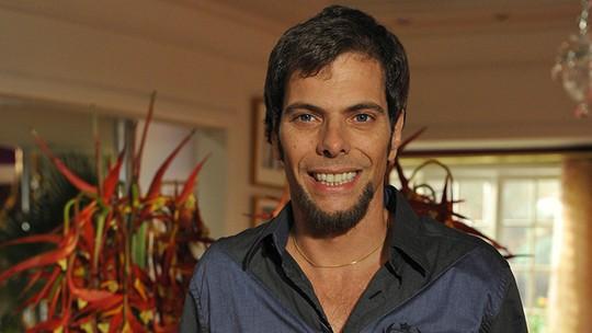 Luiz Henrique Nogueira comenta maior desafio em 'Cheias de Charme': 'Estar ao lado da Cláudia Abreu'
