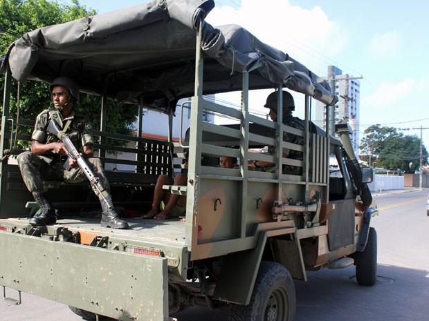 Militares começaram a patrulhar ruas de Olinda (Foto: Marcos Cirano/Acervo Pessoal)