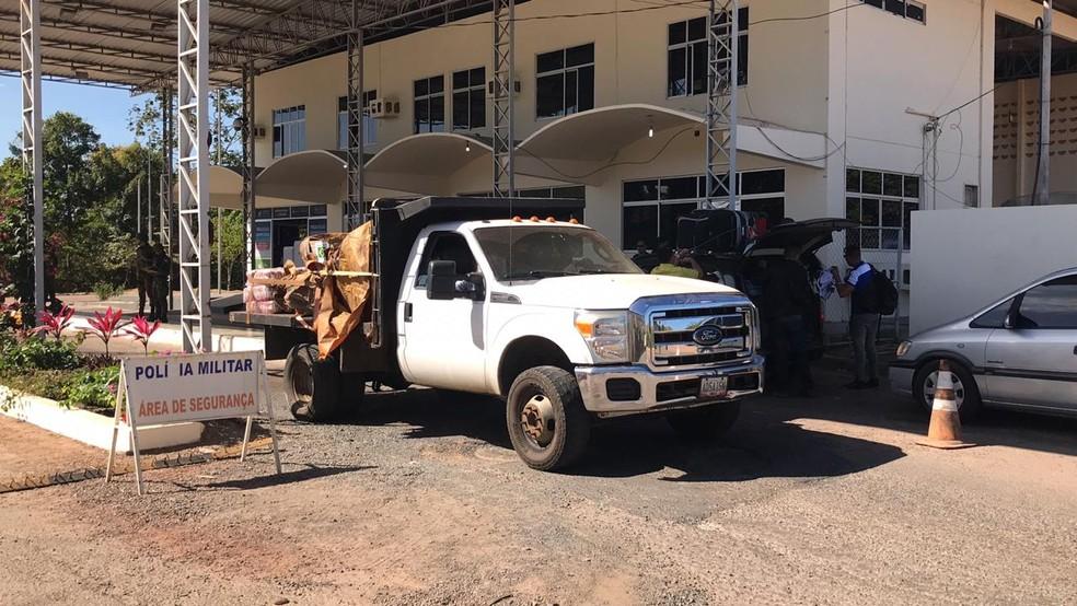 Primeiro caminhão com ajuda humanitária do Brasil chega à Pacaraima, na fronteira com a Venezuela — Foto: Alan Chaves/G1 Roraima