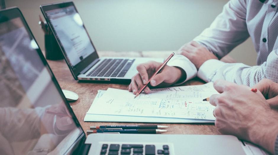 Reunião; negócios; computador (Foto: Pexels)