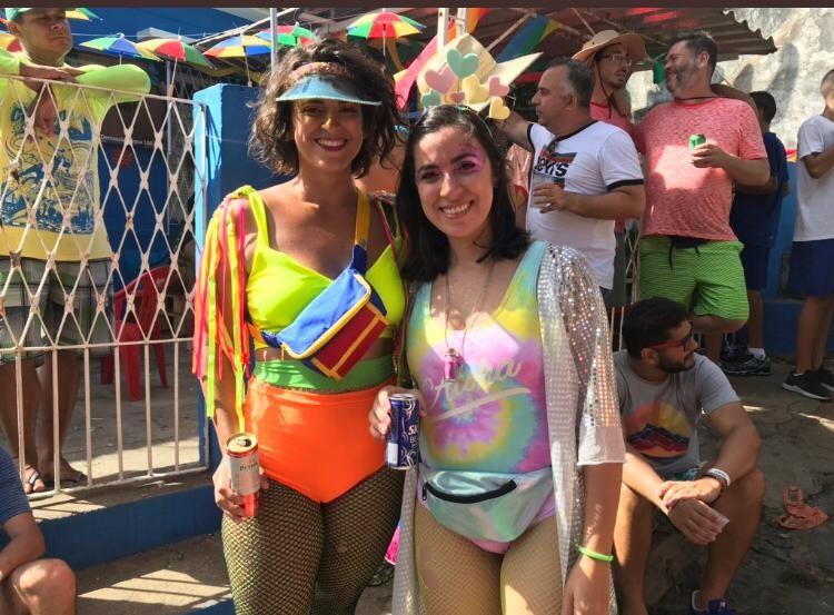 Hot pant vira tendência entre folionas para curtir o carnaval de Olinda