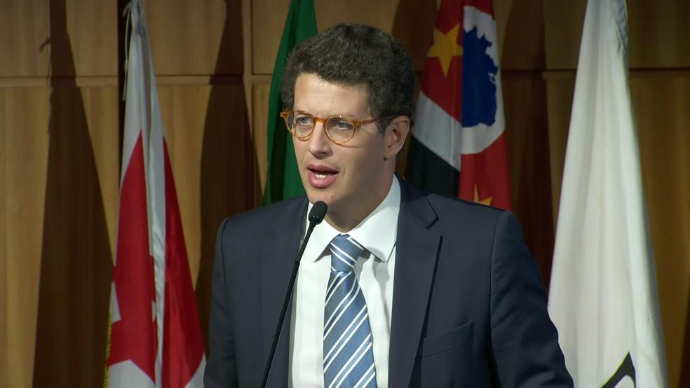 O ministro Ricardo Salles em evento nesta segunda-feira (26), participa de evento no Secovi, em São Paulo — Foto: TV Globo/Reprodução