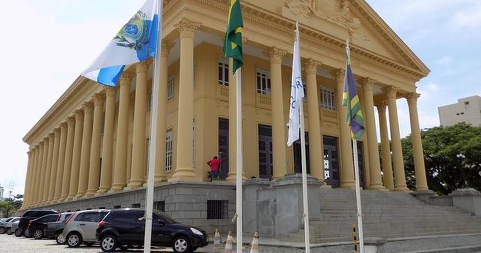 Afastamento foi determinado pelo Tribunal Regional Eleitoral (TRE) após os políticos terem sido condenados em primeira e segunda instâncias (Foto: Divulgação/Câmara de Vereadores de Campos)