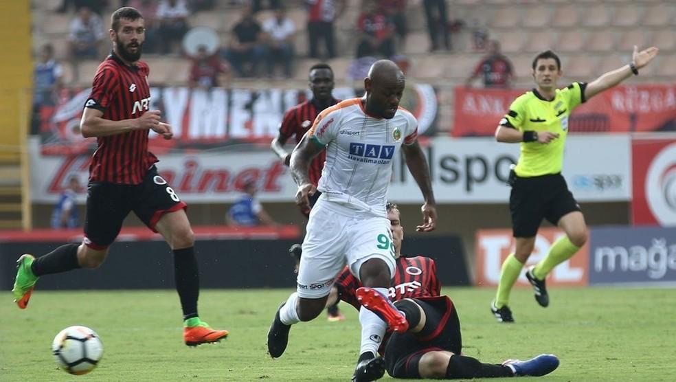 Vagner Love foi artilheiro do último Campeonato Turco e já tem 10 gols na atual temporada  (Foto: Divulgação / Alanyaspor)
