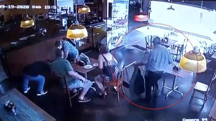 Câmeras de segurança flagram golpe em lanchonete de Vitória