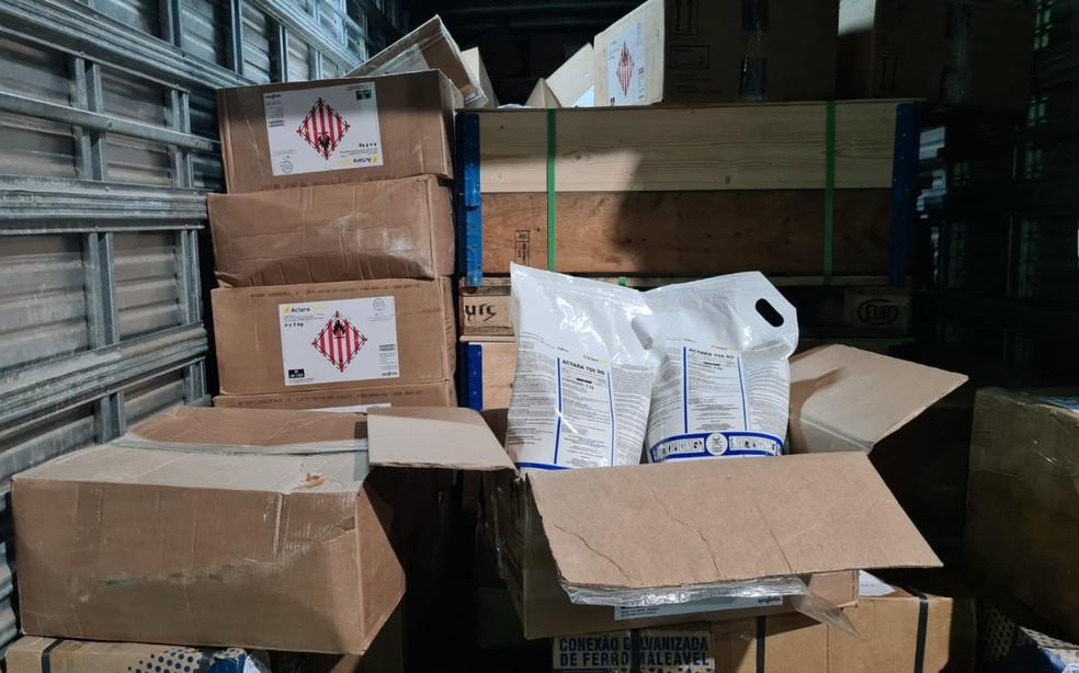 Polícia informou que embalagens dos produtos apresentavam caracteres em desacordo com a legislação — Foto: Divulgação/PRF
